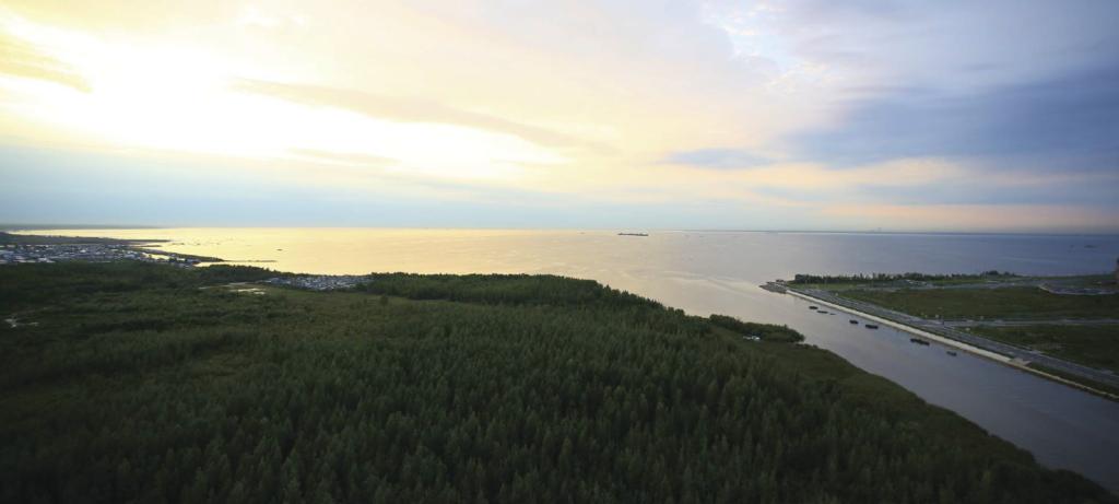Вид на залив с окон Легенда Героев